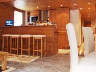 Villa Vallet 1 Kitchen with breakfast Bar