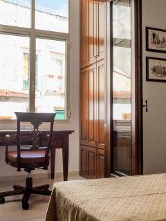 Balcone camera da letto con scrivania