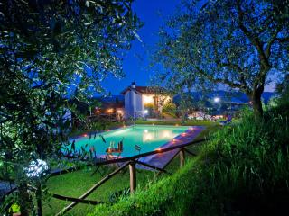 Wonderful  3 bedroom villa with private garden and pool in Tuscan commune of Terranuova Bracciolini