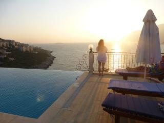 Sundown Villa, KAS