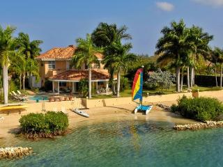 Calypso Shores on the Beach- 4 Bedrooms, Montego Bay