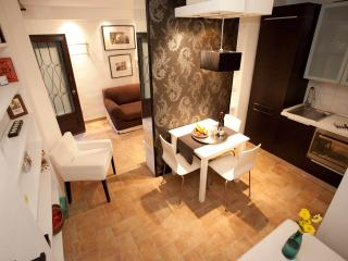 By the  Colosseum, fully equipped, cozy apartment., Rome
