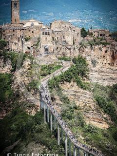 ....il ponte di Civita di Bagnoregio....