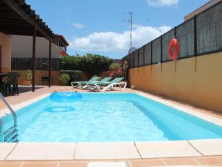 Fantastic Private Villa in Corralejo with WiFi and Heated Pool in all day Sun