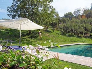 Enchanting 2 bedroom villa in Tuscany with breathtaking views and private pool