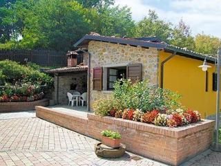 Enchanting 2 bedroom villa in Tuscany with breathtaking views and private pool, Castelnuovo di Garfagnana