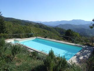 Tuscan farmhouse rental in beautiful countryside,