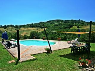 Typically Tuscan stone farmouse with 6 bedrooms, brilliant views and private swimming pool