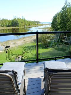 Sit back and relax on the front deck with a good book, a cool drink and enjoy the spectacular view.