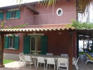 Holiday villa with direct sea access