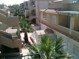 Attractive 'El Divino' complex just 5-10 minutes walk from plaza and beach