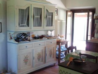 La credenza della cucina : stile rustico marchigiano