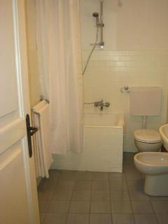 5 The bathroom is conveniently situated adjacent to the bedrooms, and includes a washing machine