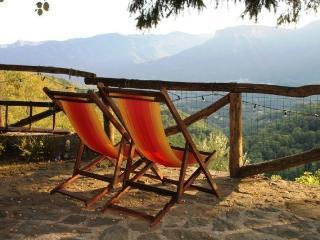 Mengarino, 3 bedrooms, fantastic views, and private infinity pool. WIFI. Barga