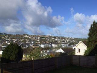 The double bedroom, kitchen, lounge and garden all have views of Wadebridge and the River Camel