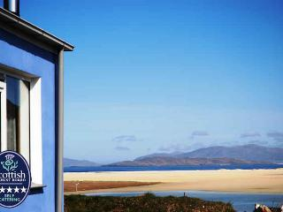 Isle of Harris  Gannet Cottage, walk to Beach, Sea Views Luxury 5 * (Sauna/Spa)