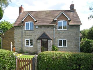 Macbeth Cottage Private Luxury Hot Tub Sleeps 7, Stratford-upon-Avon
