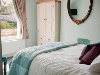 Master bedroom, kingsize bed, ensuite bathroom, overlooking the River Dee