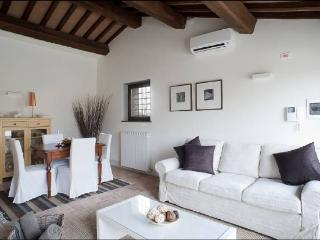 Umbria 2 bedroom apartment with pool. BBQ. Pizza oven. Private terrace. WIFI