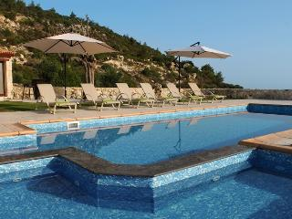The Lost Castle, Private Villa Retreat with Heated Pool near Polis
