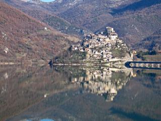 Casa vacanza 'Casa Lia' a Castel Di Tora, Castel di Tora