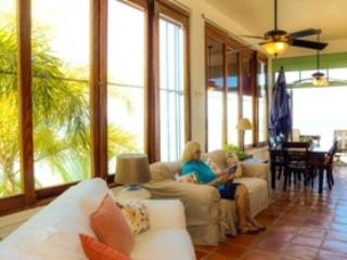 Villa #4, Livingrm with view of the Ocean