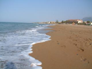 Villa Casa Henrique and Pool, Close to Sandy Beach