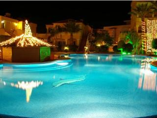 Duquesa Del Mar 'Luxury Poolside'