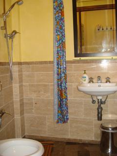 Bathroom with shower n° 2