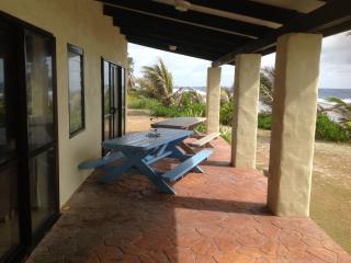 ARIKI ocean front holiday home, Matavera