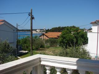 Villa Bruna ap. with balcony and sea view, Banjol