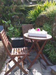 Your private space for breakfast or drinks en plein air among the flowers