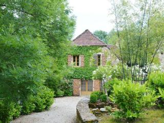 Charming Stone Barn 'Rouge'  2 bedrooms -120 sq.m