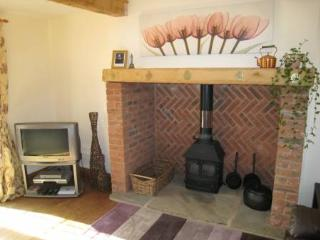 Tradtional Beamed Features, Inglenook Fire Place Log Burning Stove & Great Central Heating System