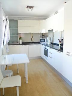 Kitchen fully integrated washing machine/dish washer/fridge freezer