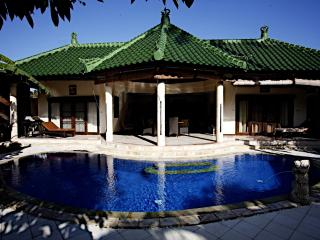 Villa Serena, Affordable Luxury, with housekeeper, Sanur