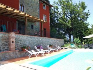 Beautiful Tuscan cottage in stunning surroundings with private pool and shaded terrace. Sleeps 7, Castelnuovo di Garfagnana