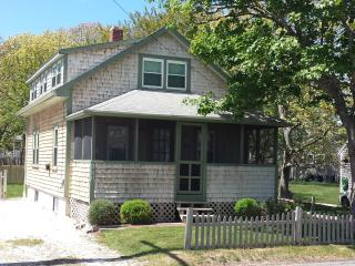 Cozy Cottage, 100 Yards to Ocean, Dennis Port