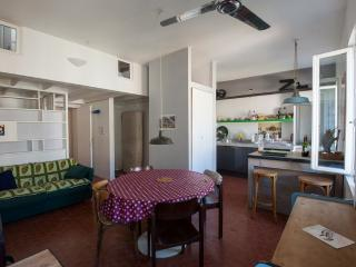 Longchamp jardin: Lovely 2 bedroom Marseille holiday apartment