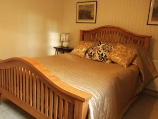 Double room with an Oak King size bed