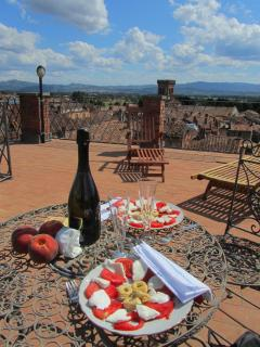An aperitif and alfresco dinner in the terrace