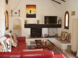 Living Room, SKYTV,DVD,CD,Hi-Fi, Wi-Fi, Log Fire A/C Door to BBQ terrace
