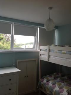 Bunk room with great views of the river-binoculaurs for kids to spy the boats!