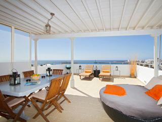 The Ocean View Penthouse, incl chauffeur airport transfers & just 300mt to beach, Costa Teguise