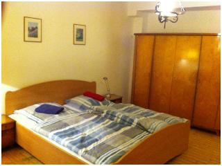 4 bed room apartment with bath, kitchen & internet, Francfort