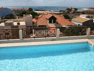 Antigo patio, with 216 Central rooftop pool, Santa Maria