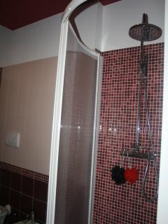 doccia angolare per due persone