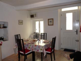 Entre Béziers et Pézenas, une maison sympa pour 4 ,au coeur d'un village occitan