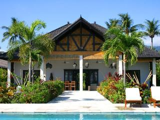 Bali villa Pandu-Luxury pool villa on the beach., Lovina Beach