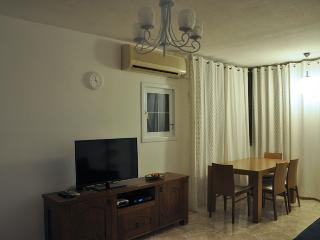 2 bedroom apartment in Bat Yam by the sea